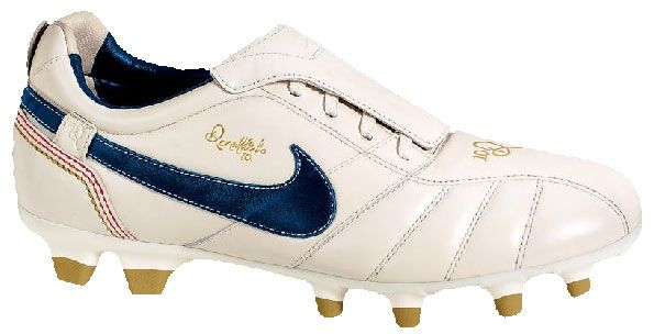 premium selection b7991 41b74 Nike Tiempo Ronaldinho 10R | Shoes | Best soccer cleats ...