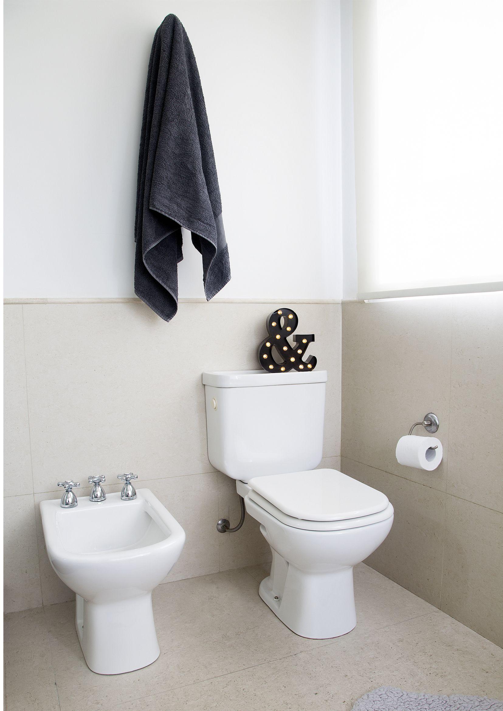 Los detalles de color en tu baño marcan un estilo sutil y moderno ...