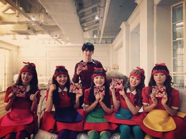SHINee's Key Helps Label Mates Red Velvet Promote New Album - http://imkpop.com/shinees-key-helps-label-mates-red-velvet-promote-new-album/