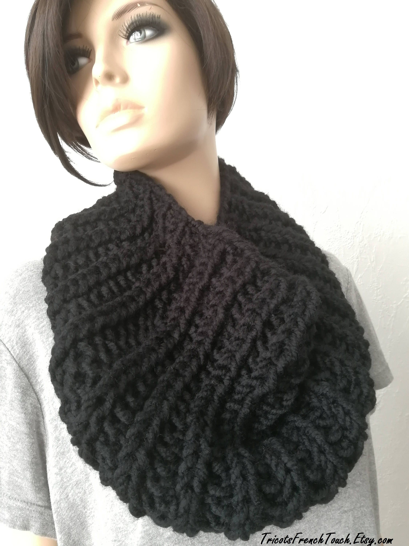 29,90 € Echarpe capuche en laine noire ou laine écru.Accessoire mode femme    adofille snood noir,col noir,col blanc,écharpe noire,écharpe tube laine 9530a9e33ad