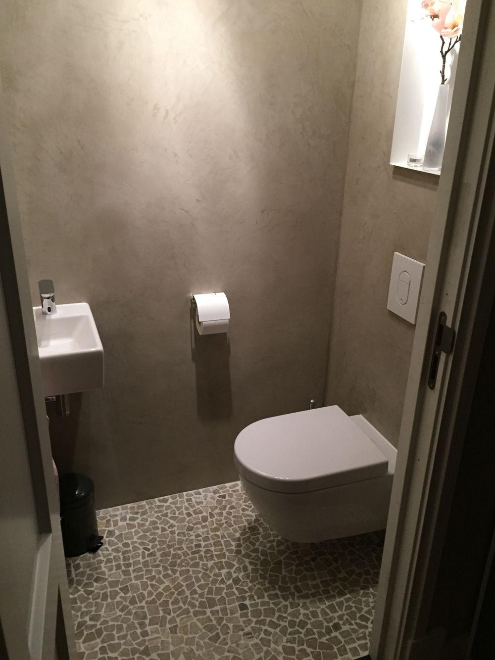 Stuc deco stoopen en meeus op de wand aangebracht door sensbouw toilet pinterest - Deco in het toilet ...