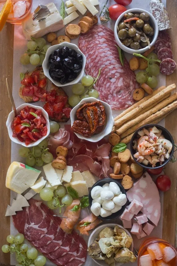 Italian Antipasto Cheese Board #plateaucharcuterieetfromage