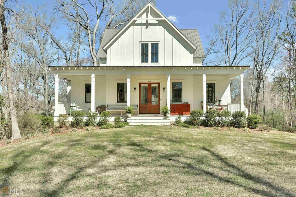 Zillow Has 155 Homes For Sale In Senoia Ga View Listing Photos Review Sales History And Use Our Detailed Real Es Farmhouse Layout Gable House House Exterior