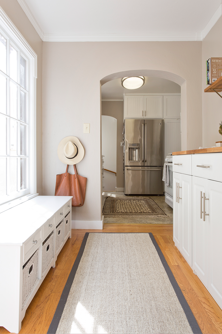 Decluttering, organizing and mudroom kitchen clean up with copycatchic and @orchardsupply   How to organize a mudroom and kitchen prep area http://www.copycatchic.com/2017/03/home-tour-mudroom-organization-osh.html?utm_campaign=coschedule&utm_source=pinterest&utm_medium=Copy%20Cat%20Chic&utm_content=Home%20Tour%20%7C%20Mudroom%20Organization%20with%20OSH #orchardsimple