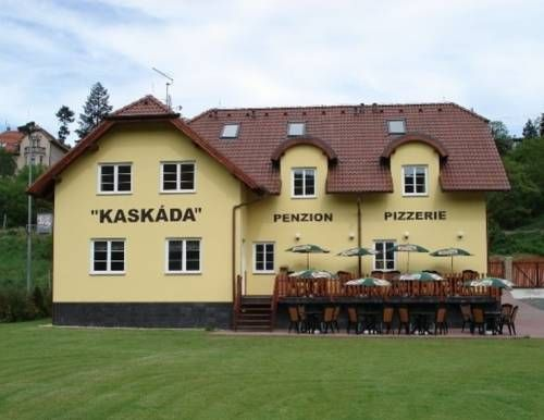 Guest House Kask�da Vran� nad Vltavou Featuring free WiFi, a restaurant and a barbecue, Guest House Kask?da offers pet-friendly accommodation in Vran? nad Vltavou. Guests can enjoy the on-site bar. Private parking is available on site.