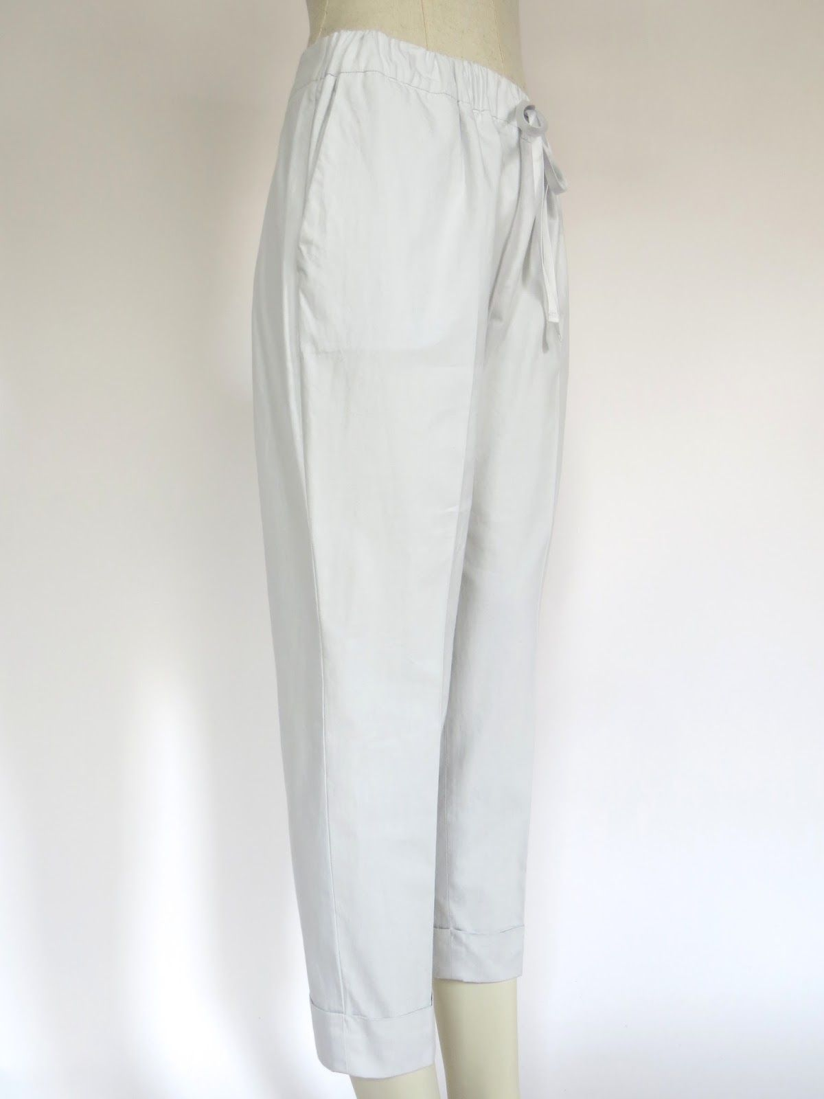 Slender drawstring pants with deep cuffs : WORTHWHILE