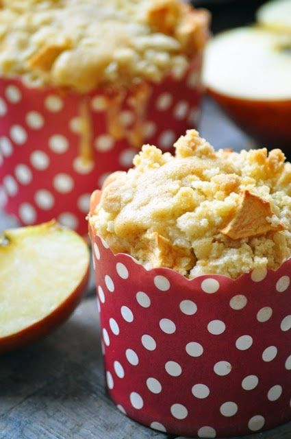 Elodie's Bakery: Apple and cinnamon crumble muffins