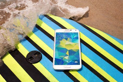 Wipe out? Just wipe off. The #GALAXYS5 is water resistant. Now only Php 29,500 at Tablet City, 3rd Floor Cyberzone! #SMStaMesa3DAYSALE #SMStaMesaCybermonth