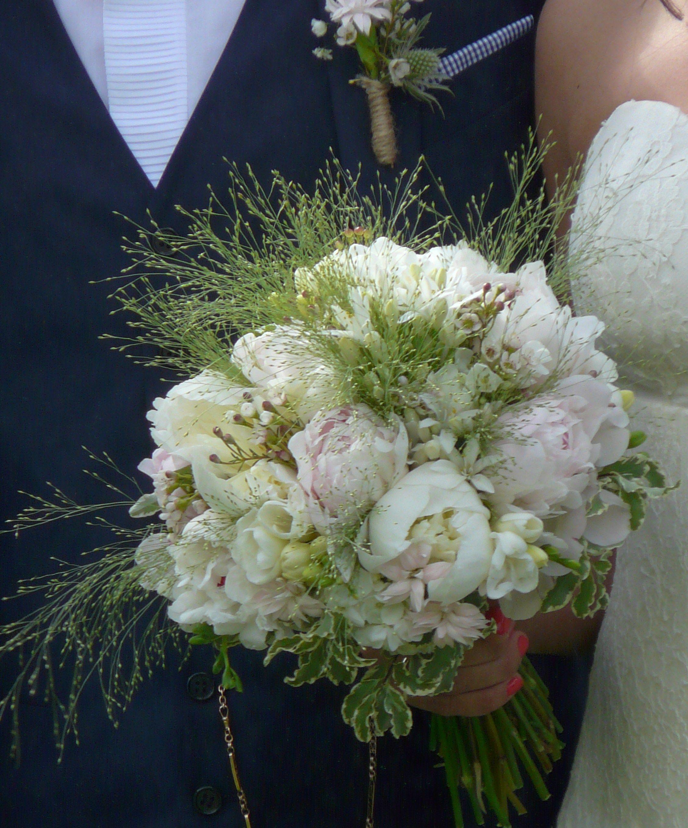 Les Plus Belles Graminées bouquet de mariée, pivoine et fleurettes, graminées