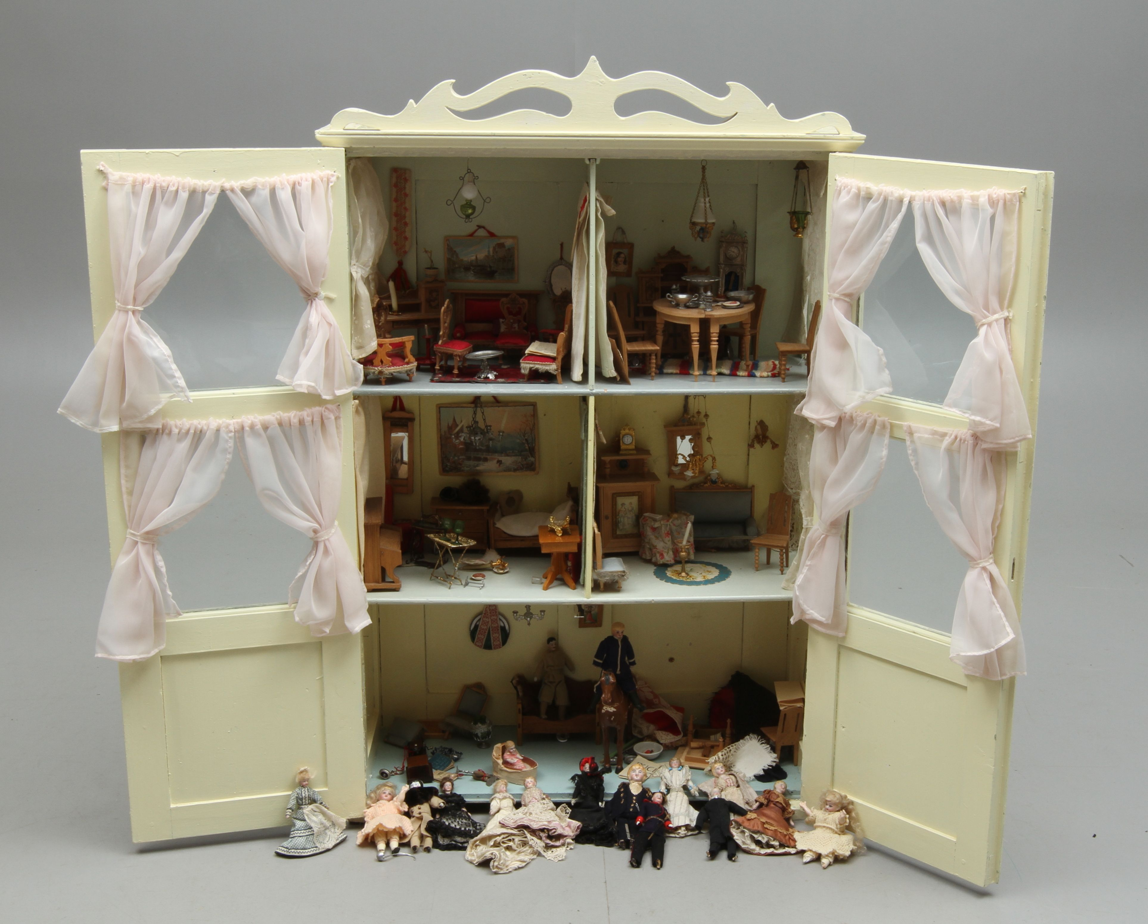 Small Display Cabinet Turned Into A Dollhouse Dollhouse