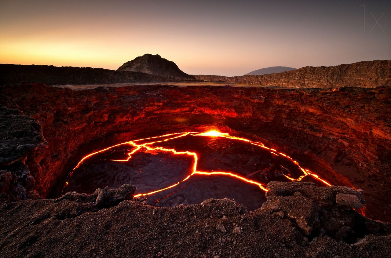 Crater of hot lava, Iceland Photo by Raymó