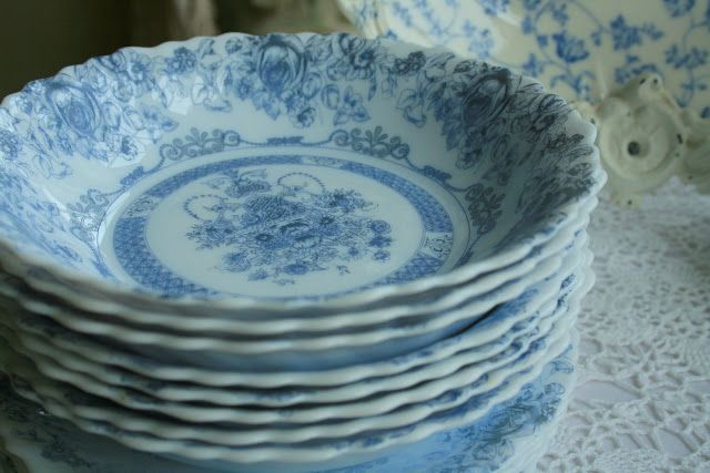 Aiken House & Gardens: The Blue and the White
