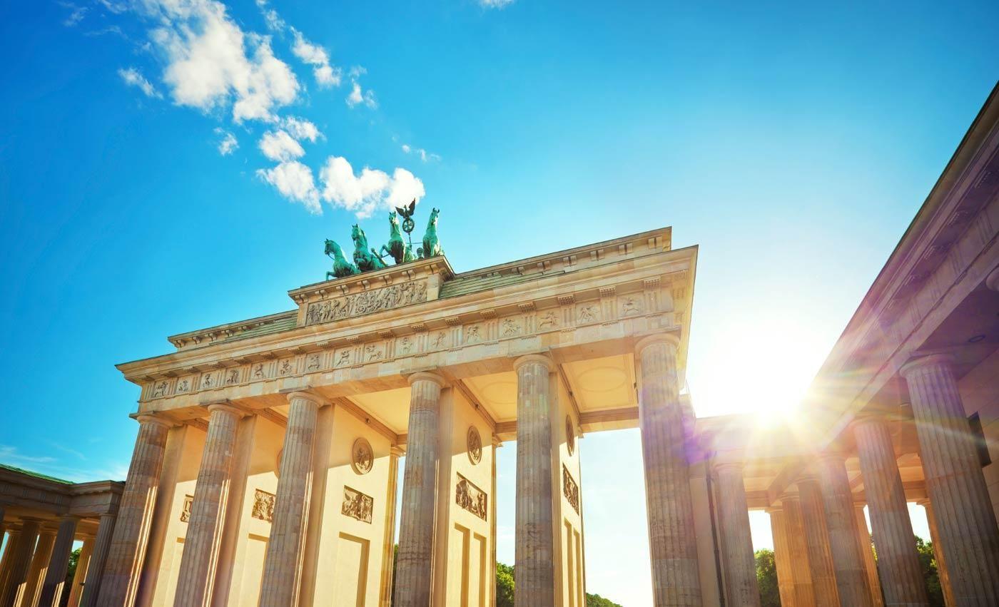 Eines Der Beruhmtesten Wahrzeichen Der Stadt Das Brandenburger Tor Travel Berlin Luxury Holidays