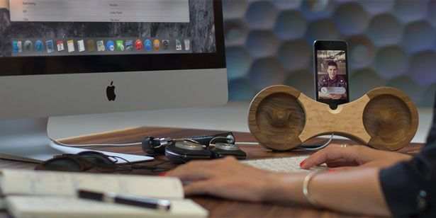 amplificador acústico ocho para iPhone. El Amplificador acústico ocho  sería un buen regalo para cualquier persona con amor por los productos de madera. Es un muelle de madera sólido maravillosamente hecha a mano que amplifica tu iPhone acústicamente sin ningún enchufe. Tuvie | http://www.tuvie.com
