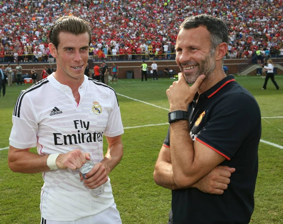 Assistant Manager Ryan Giggs Of Manchester United Poses With Gareth Bale Of Real Madrid C F After Their Pr Match Of The Day Gareth Bale Manchester United Team