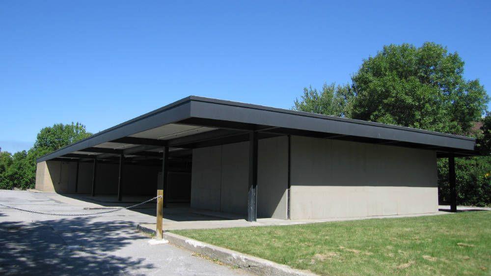 la station service est rig e en 1967 et 1968 au cours des ann es 1960 l le des s urs se. Black Bedroom Furniture Sets. Home Design Ideas