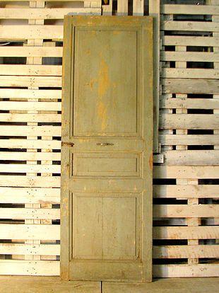 רק החוצה דלתות יד 2 ישנות עתיקות מפירוק תריסים חפצים וינטג', צפון גליל EA-98