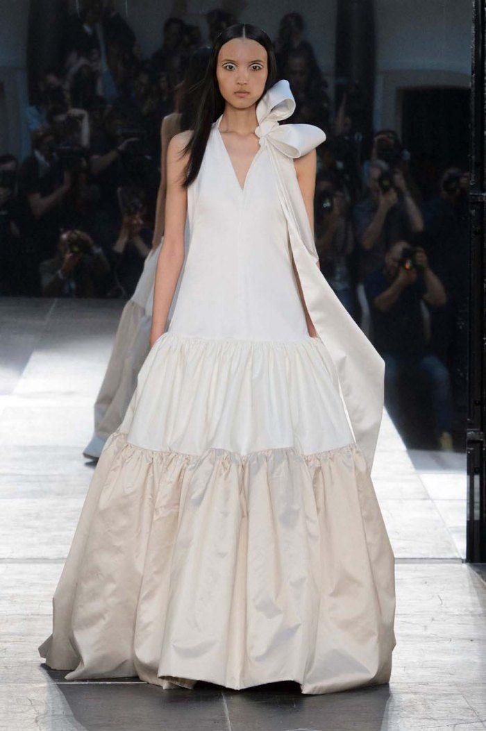 8b252904920 Haute couture  les plus belles robes de mariée des défilés - Noeud XXL pour  Alexis Mabille. © Imaxtree