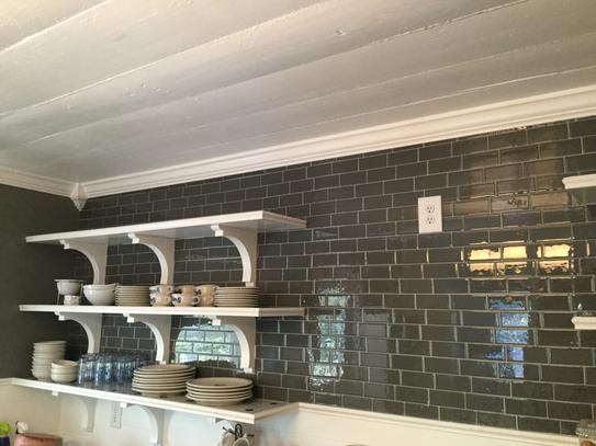 le carrelage adh sif smart tiles est si simple poser et est joli les plaques sont lustr es. Black Bedroom Furniture Sets. Home Design Ideas
