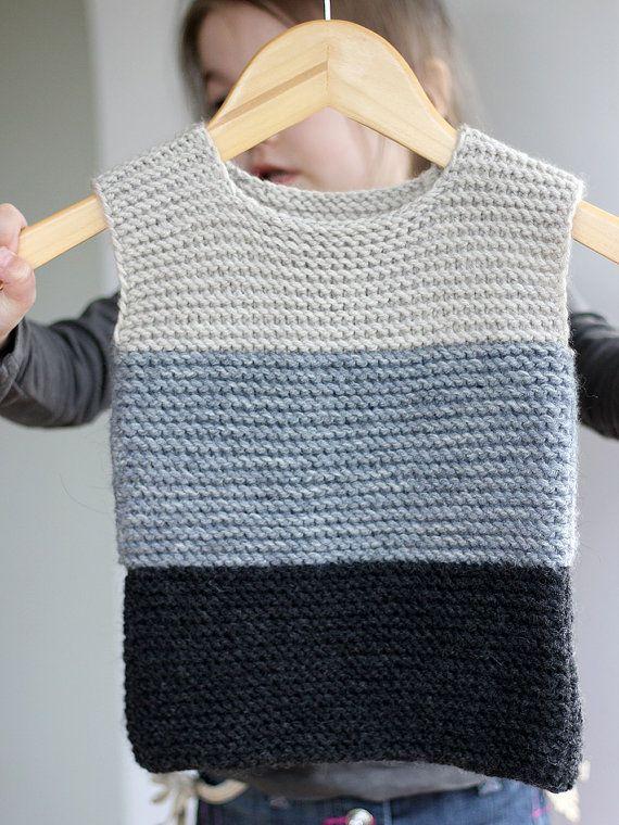 Photo of Handgestrickte Baby Mädchen Weste grau schwarz Wolle von CrochetKidsStyle
