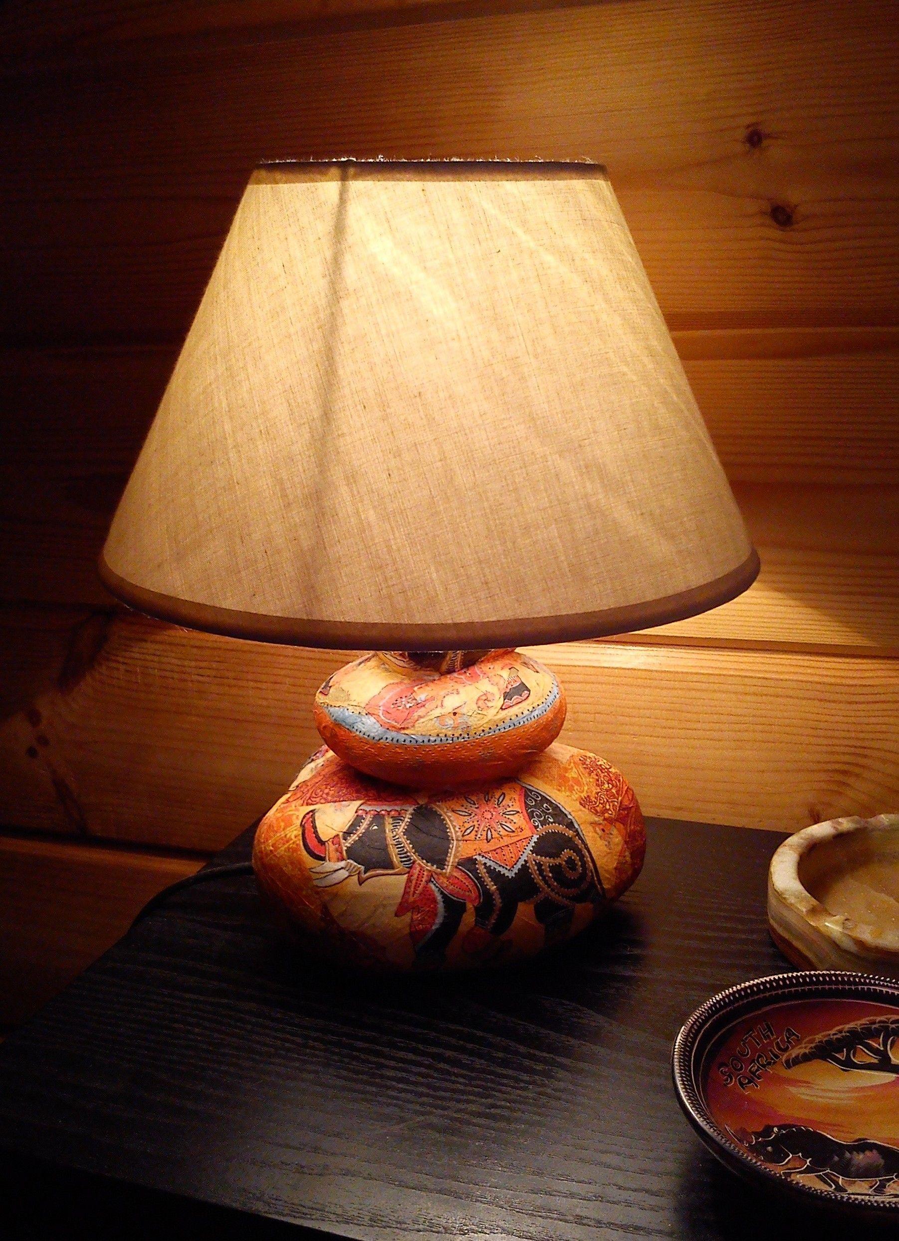 Decoration D Un Pied De Lampe Avec Collage De Serviettes En Papier