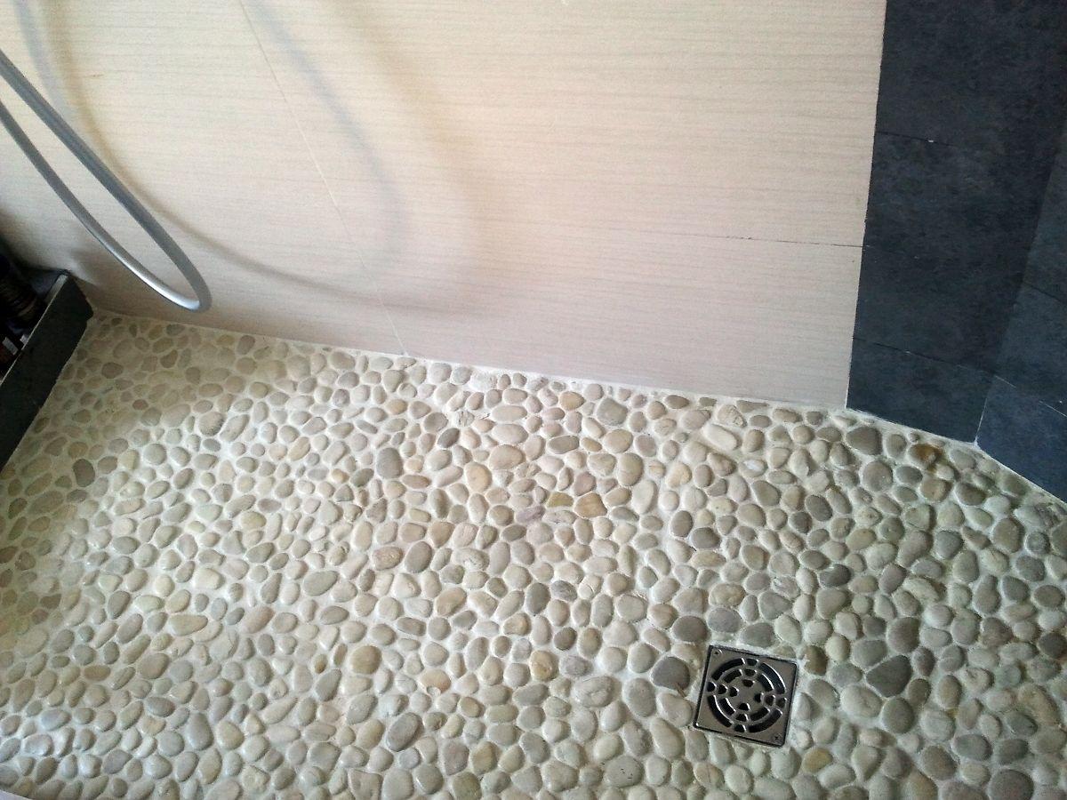 Plato de ducha de obra sistema shcluter verde en 2019 for Duchas rusticas piedra