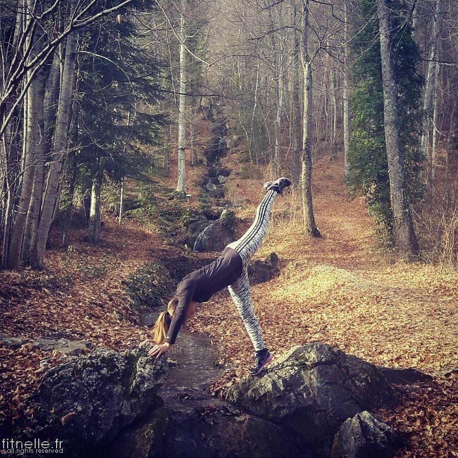 Petite envie yogi lors d'une balade autour du domaine de Charance à Gap ☺#TeamFitnelle #Fitnelle #yoga #yogi #yogini #Gap #Charance #picdecharance #domainedelacharance #domainedecharance #lacdecharance #Adidas #nikewomen