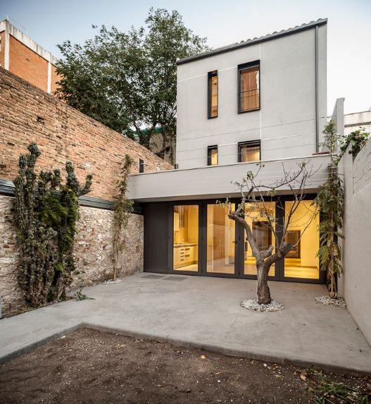 Fachadas casas medianeras our new house pinterest - Casa entre medianeras ...