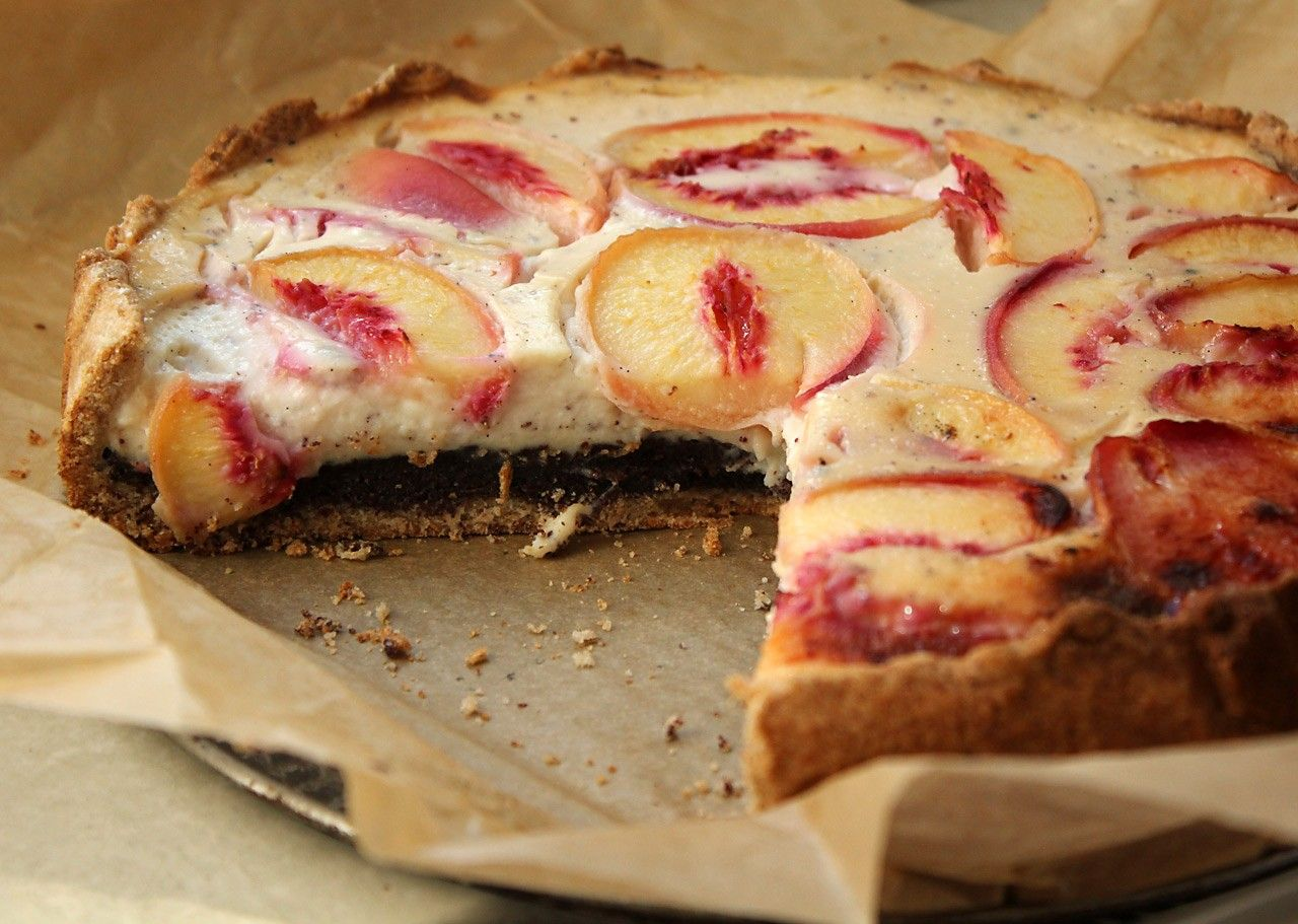 Mohn-Kuchen mit Soja-Joghurt und Pfirsichen - Rezept dazu gibt es im ...
