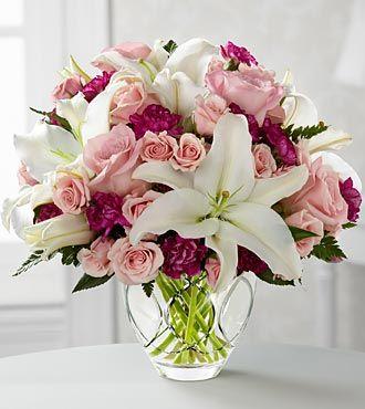 Liljaa, ruusua ja neilikkaa.