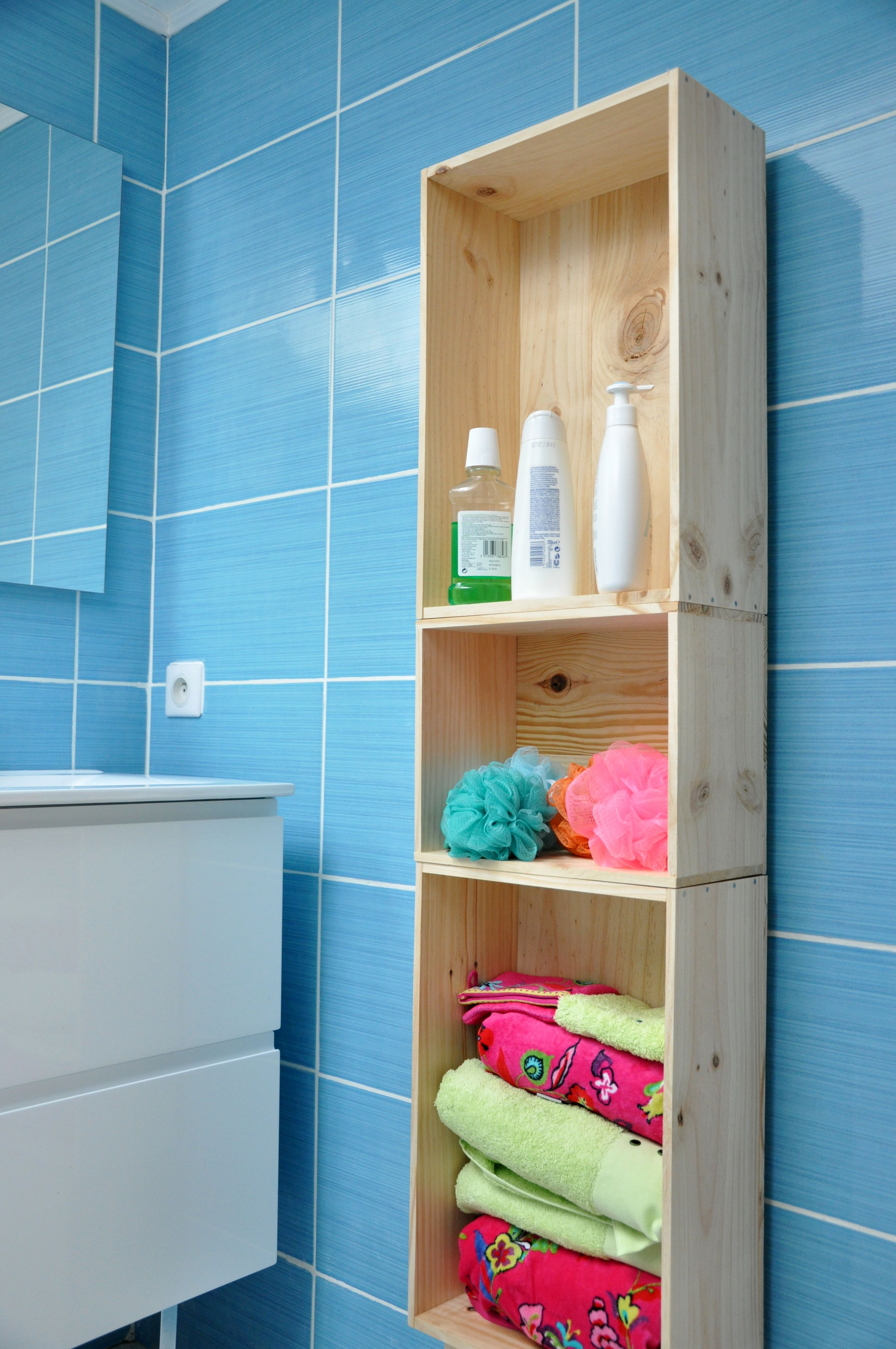 Meuble colonne de salle de bain en caisse en bois caisses - Petit meuble colonne salle de bain ...