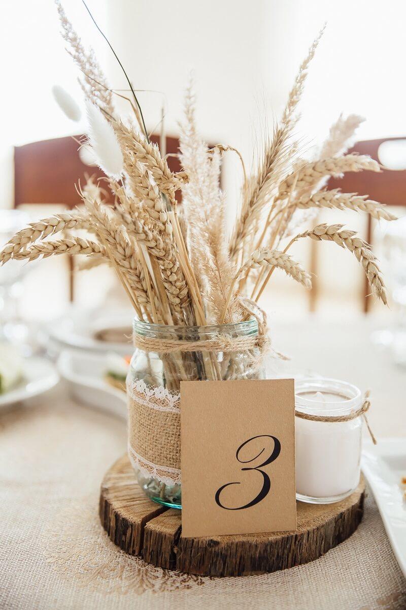30 wunderbare Ideen für Hochzeitsdeko mit getrockneten Blumen