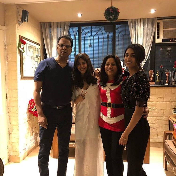 A Joyous Christmas Cast.Erica Fernandes Celebrates Joyous Christmas With Cast Of