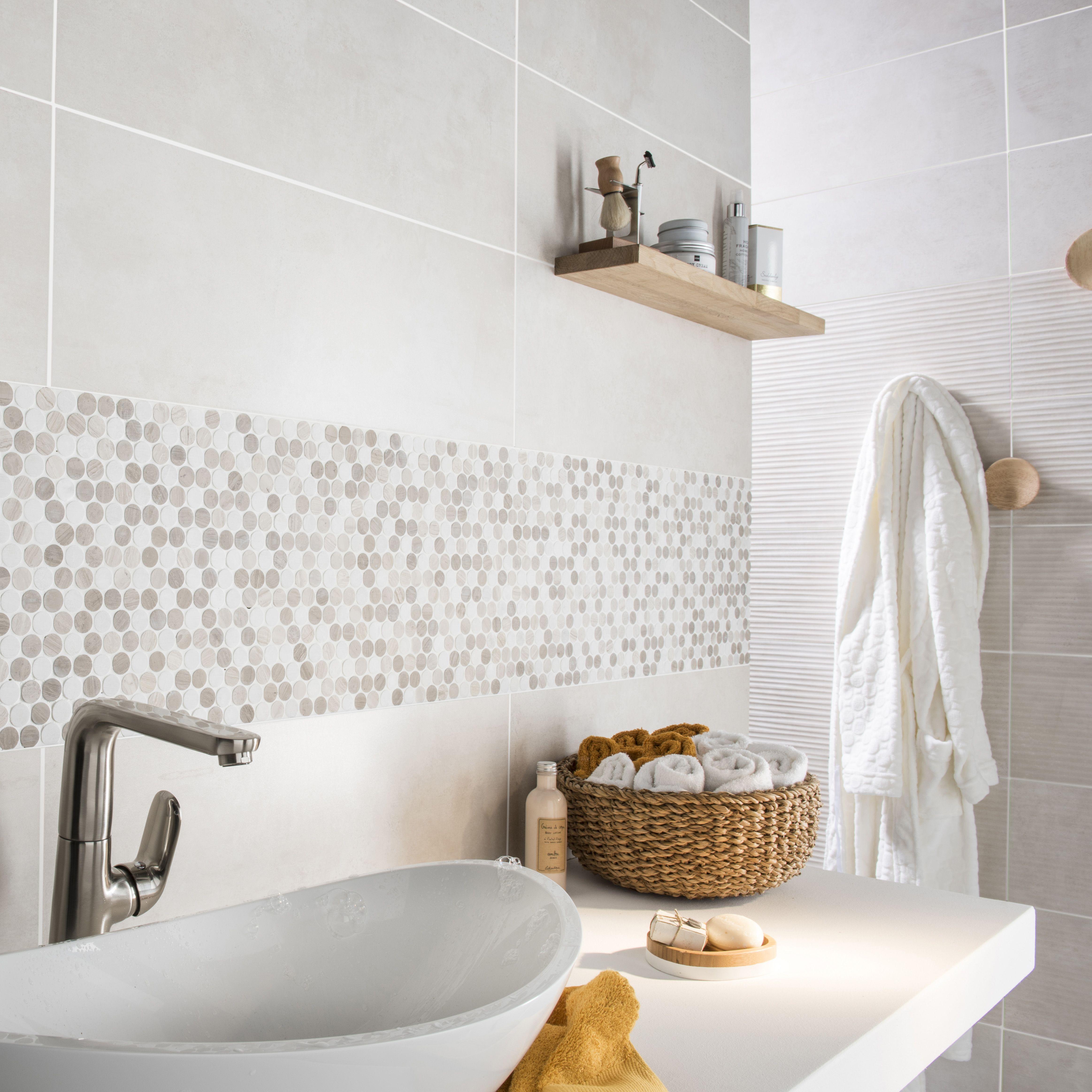 mosaque en marbre blanc et moka pour dcorer le mur de votre salle de bain salledebains mosaique ideedeco marbre