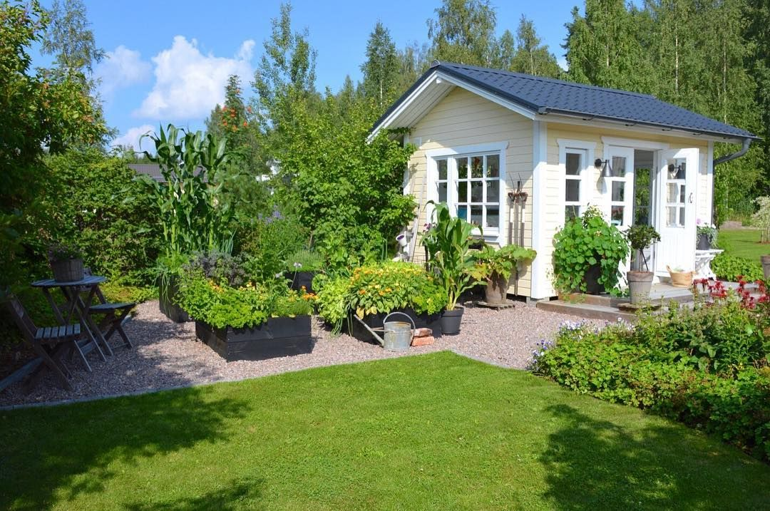 Hyvää huomenta!Good morning! #puutarhassa #kesähuone #keittiöpuutarha #hyötypuutarha #garden #mygarden #kitchengarden…