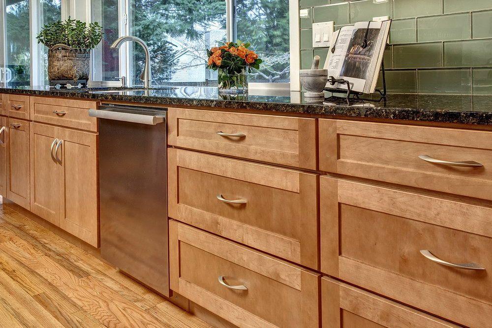 Maple Shaker Kitchen Cabinets Home Design Ideas   Birch ...