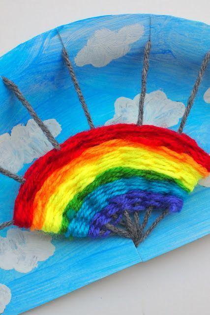 Weben Sie einen Regenbogen! Spaß-Regenbogen-Pappteller, der Kunst und Handwerksprojekt für Kinder spinnt - Bastelideen Kinder #rainbowcrafts
