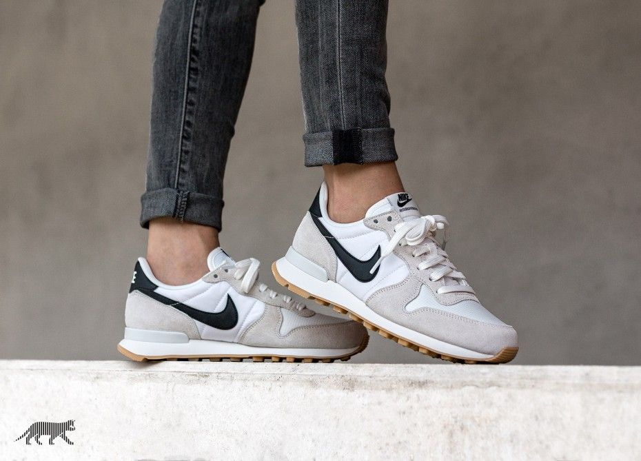 62e4e2e981e2 Nike Wmns Internationalist (Summit White   Black - Gum Yellow ...