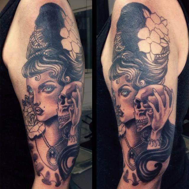 Woman & Skull Tattoo - Original Dragão Tattoo Studio. Savassi, BH.
