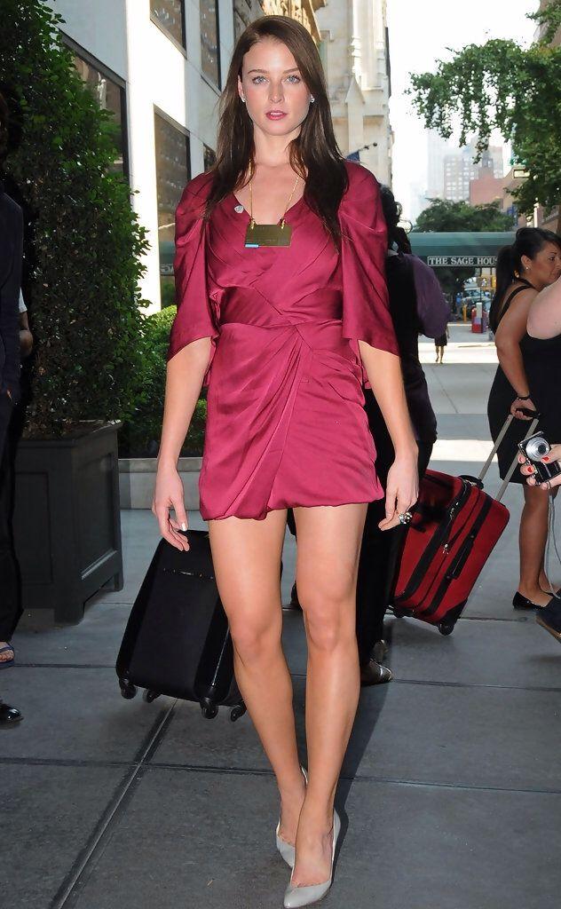The fantastic legs of Rachel Nichols   Women Celebrities ... - photo#7