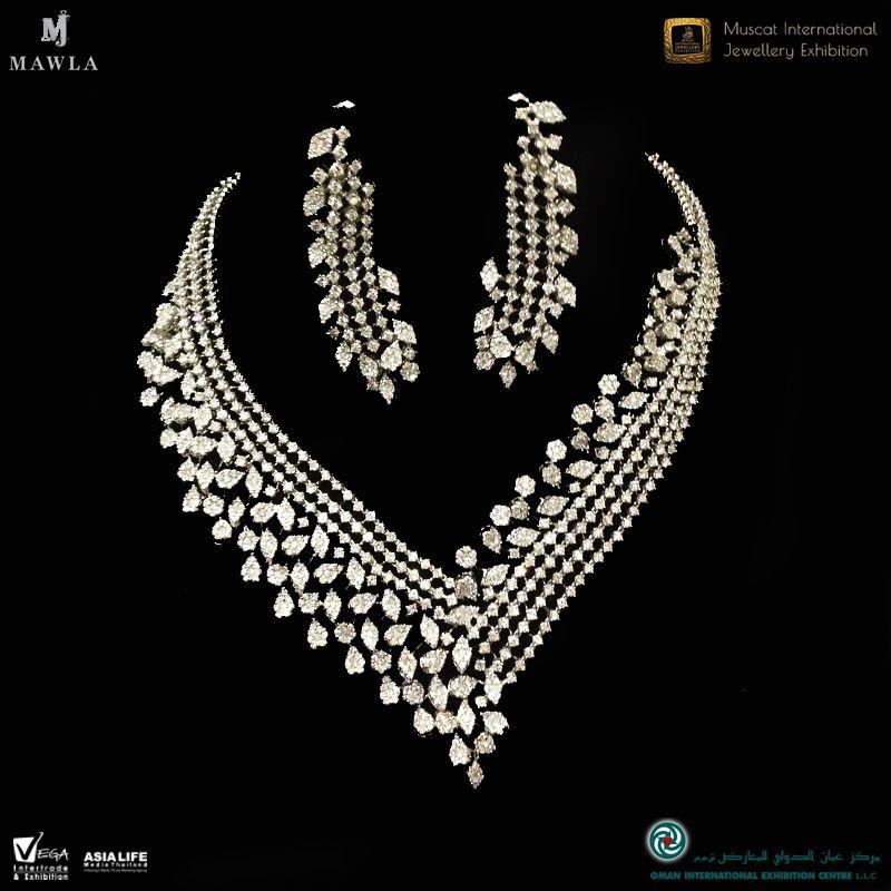 اكتشف مجموعة كبيرة من المجوهرات والماس والساعات من مجوهرات المولى في معرض ميجيكس ٢٠١٧ أكشاك رقم ٨٠١ و ٩٠١ تعرف على المزيد ع Diamond Necklace Necklace Jewelry