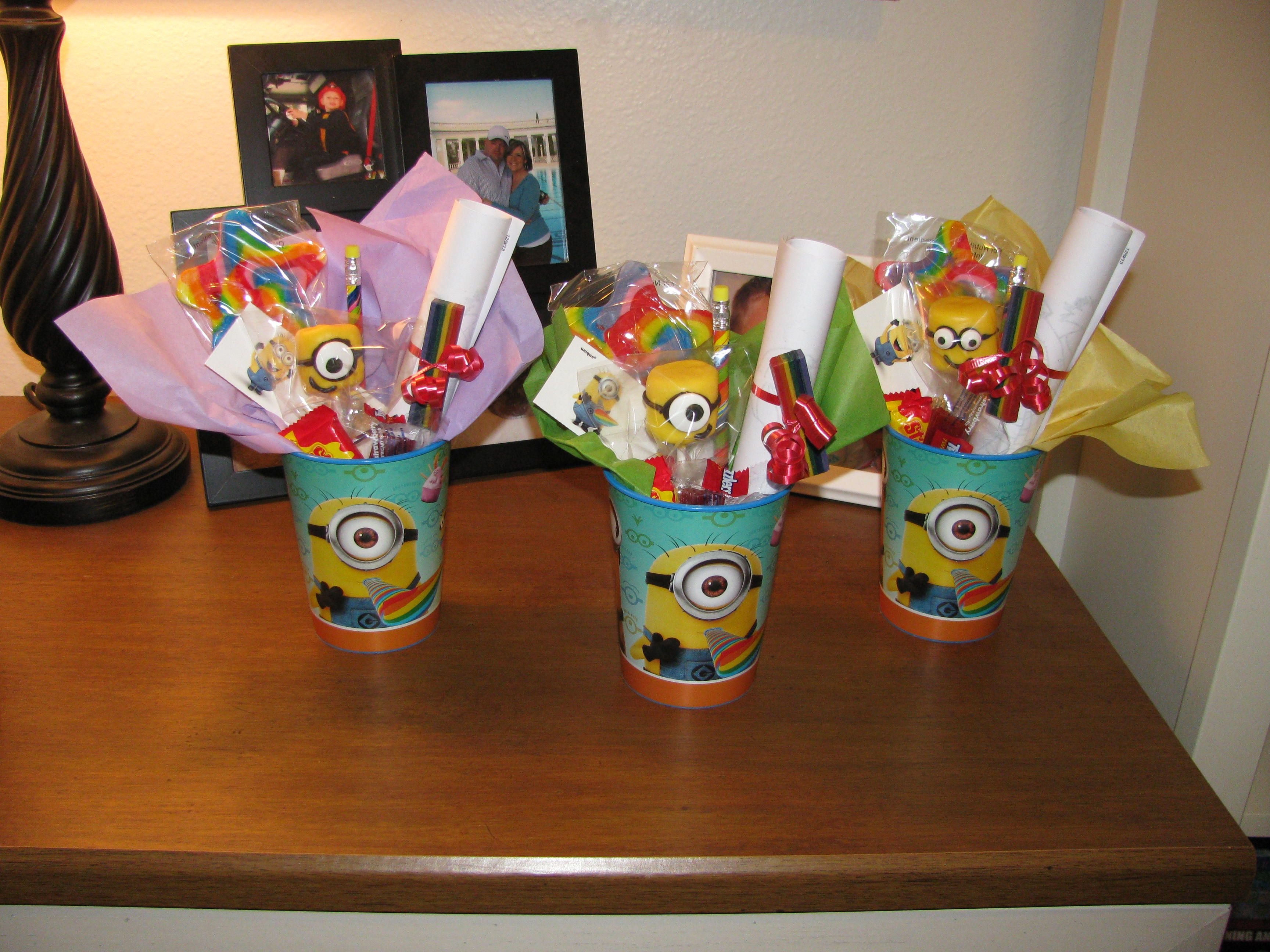 despicable me minion party favor cups i put together for braydens birthday had rainbow lollipops