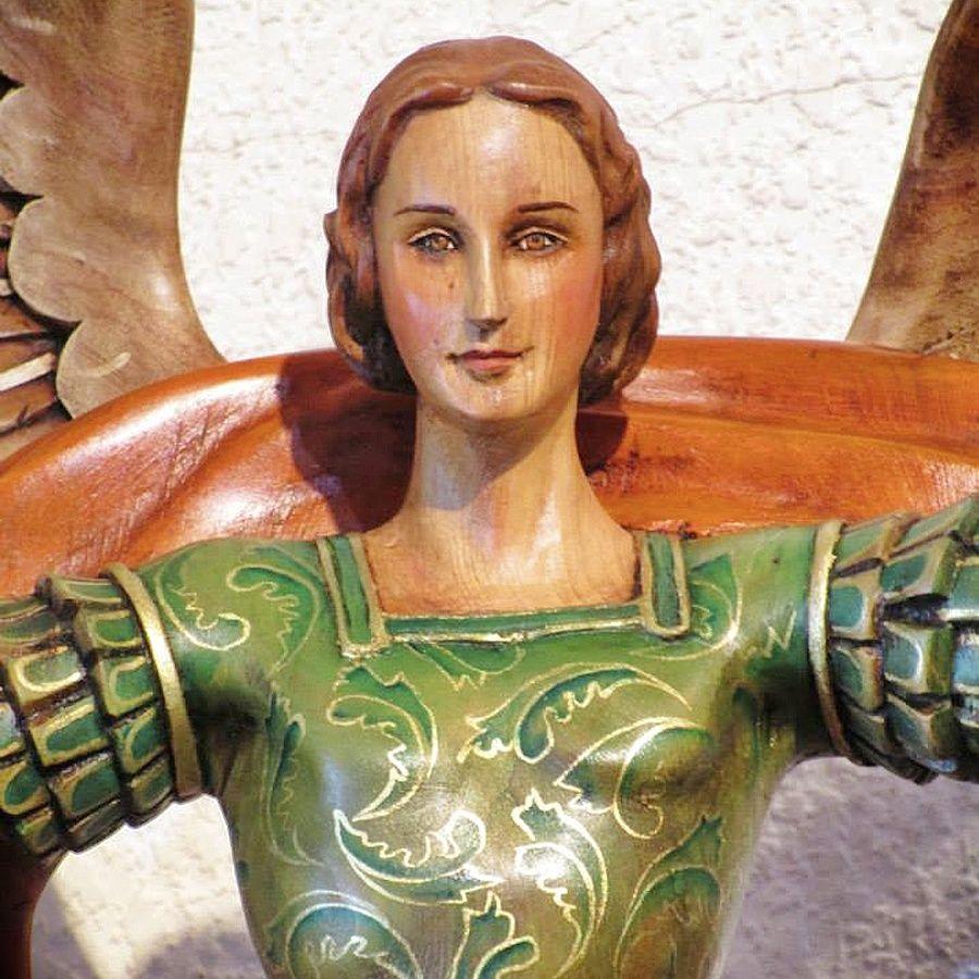 """En el Pabellón """"Marcas Gto"""" de la Feria León 2015 encontraras """"Arte Ruelas"""" conoce sus artesanías en talla en madera de figura religiosa y humana, relieves, miniaturas, figuras fantásticas."""