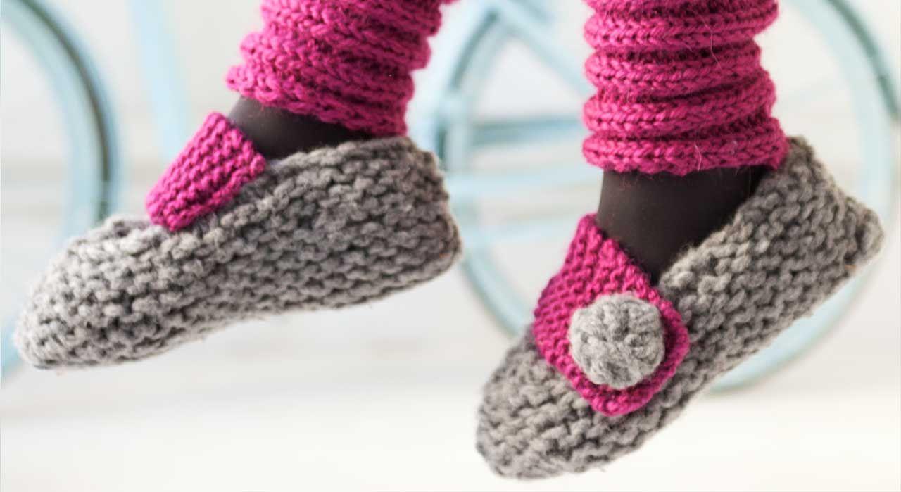 bcf87730626ad Une forme ballerine toute simple, c est le plus de ces chaussons à tricoter  au point mousse, ils sont fermés par une large patte de boutonnage.