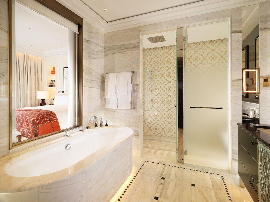 Bathroom-TheSavoy-LondonUK-CRHotel.jpg