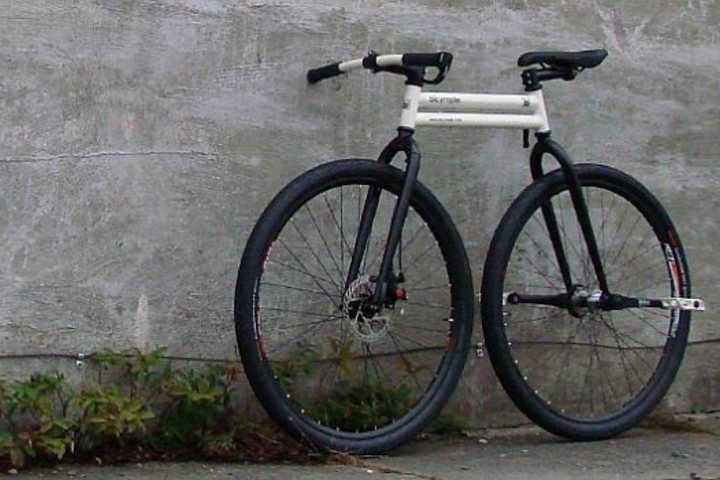 カニ走り 可能 後輪にペダルが取り付けられた Bicymple バイシンプル プリオーダー受付中 えん乗り 自転車 走り シンプル