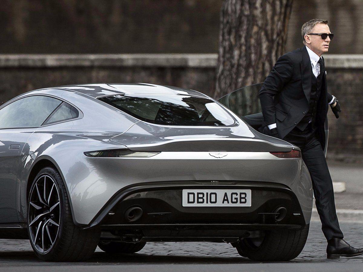Meet The Villain S 1 Million Jaguar From James Bond S
