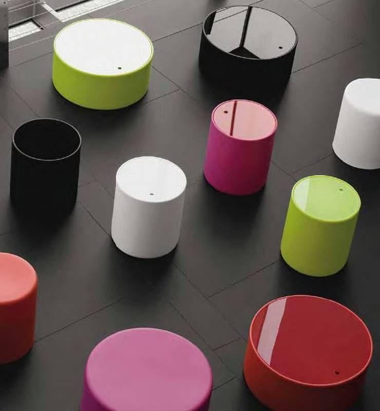 Wow storage/stool by Pedrali. Kan ook gestoffeerd. of met oplaad systeem voor telefoon.