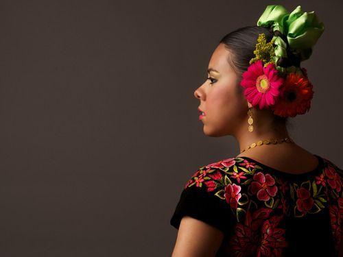 Tout simplement magnifique! #coiffure #mexicaine #fleur #hairstyle #flower…