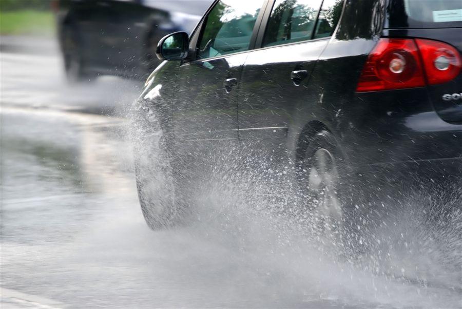 bảo-dưỡng-ô-tô-đi-mưa-tìm-xe-ô-tô